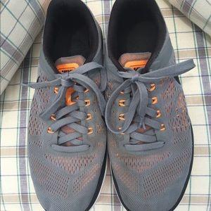 Nike Shoes - Nike flex run 2016